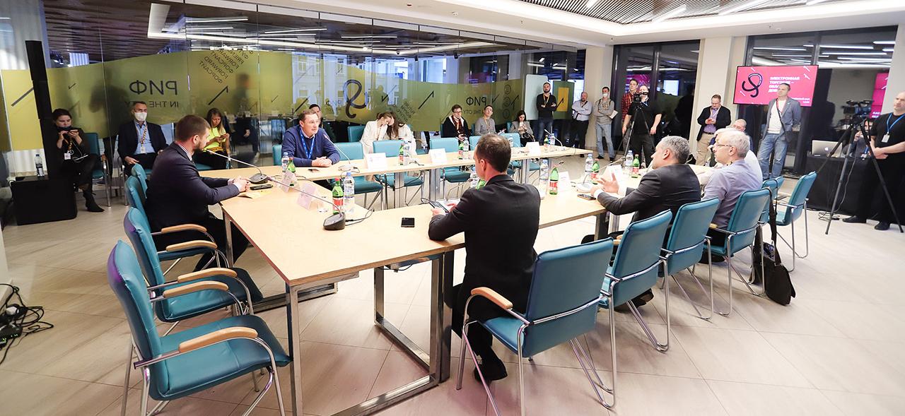 «Социальный контент не может быть бесплатным»: директор РОЦИТ выступил модератором круглого стола о социальных проектах